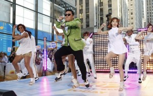 Psy_performs_on_TODAY_t588
